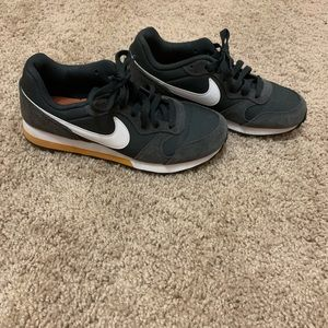 Nike MD Runner 2 - EUC